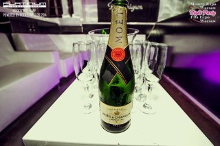 mew-14-Champagne-at-Night-Party